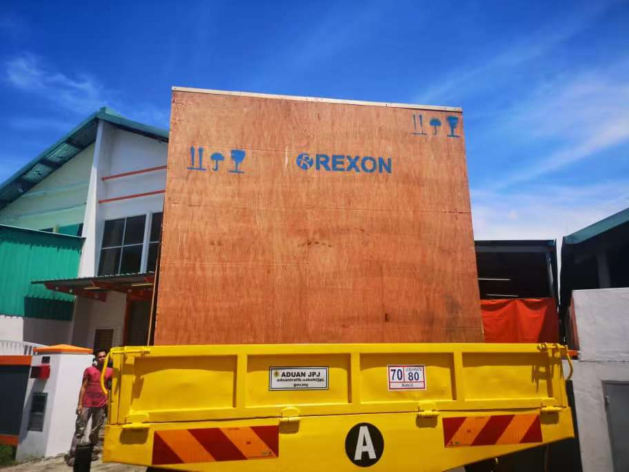REXON transformer oil purifier arrives at the destination port of foreign customers today
